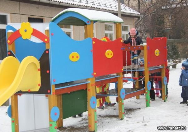 A Szeged-Felsővárosi (Tabán ovi) játszótérépítésében vettem részt
