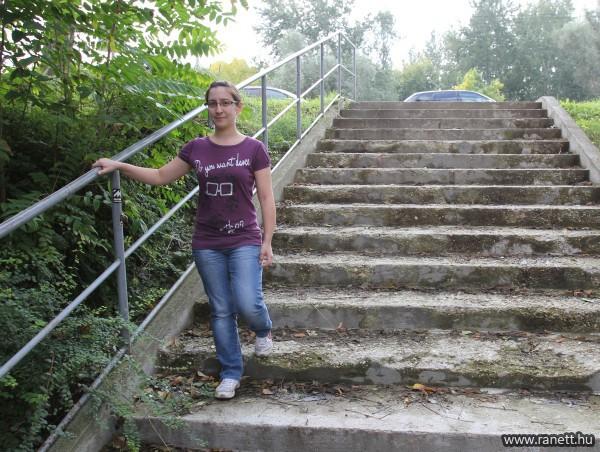 Sok Szeged-Felsővárosban a nem akadálymentesített lépcső, átjáró, amin változtatni kell