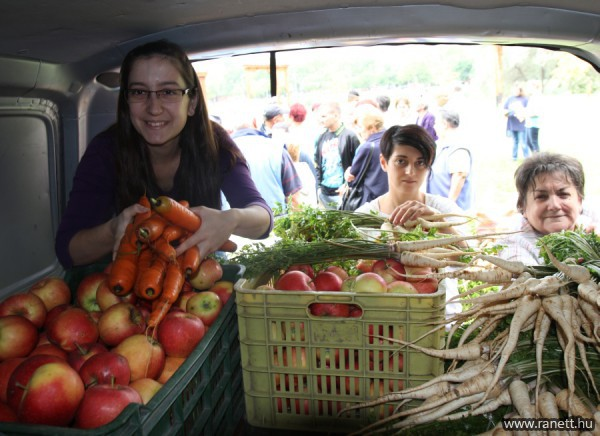 Zöldség és gyümölcs adományozás - rászorulók táogatása
